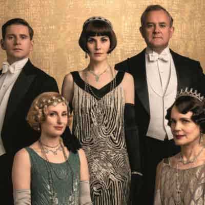 pianolive! Jolie speelt soundtrack van Downton Abbey